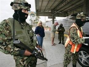 Полсотни мексиканцев сбежали из тюрьмы на джипах и вертолете