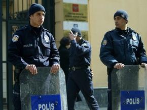 В Турции двое неизвестных захватили в заложники около 15 человек