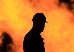 В Киеве возле Рыбальского моста горел теплоход, погиб рулевой