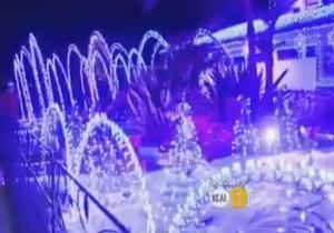 К Рождеству американка украсила дом десятками тысяч лампочек, спровоцировав пробки