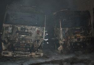 В Николаеве на стоянке загорелись два грузовика