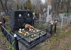 Городские власти определились с поминальными днями на столичных кладбищах