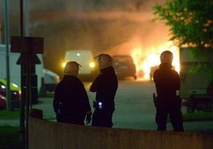 В Стокгольме во время беспорядков были сожжены около 100 автомобилей