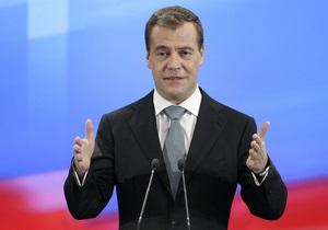 Медведев поздравил Януковича с днем рождения