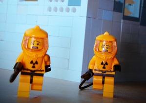 В Германии поступили в продажу фигурки LEGO в виде ликвидаторов АЭС Фукусима
