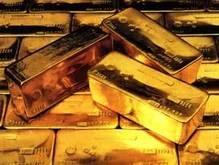 Из-за укрепления доллара упала цена на золото