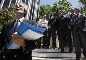 Сотрудники греческого Минфина заблокировали вход в министерство перед приездом кредиторов