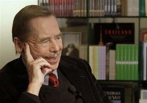 Вацлав Гавел считает, что Запад должен устранить Каддафи
