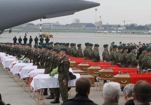 Тела большинства жертв катастрофы Ту-154 под Смоленском уже доставили в Польшу