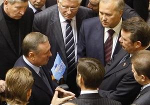 Рада отказалась отправлять Януковичу запрос о нарушении Конституции депутатами-совместителями