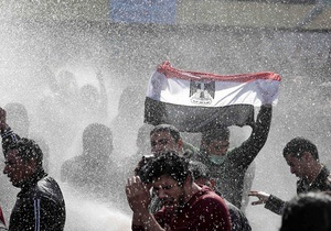 В Каире тысячи демонстрантов собираются у здания телецентра