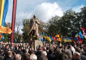 Во Львове под памятником Бандере обнаружили учебную гранату