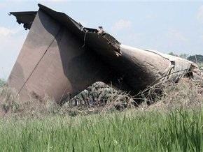 В результате крушения военного самолета в Индонезии погибли около ста человек