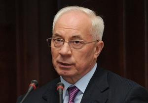 Азаров признался, что его страницу в Facebook анализирует целый штаб