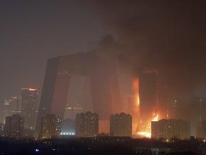 Масштабный пожар в Пекине: здание ТВ-комплекса почти полностью выгорело