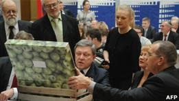 США разочарованы снятием с выборов Явлинского