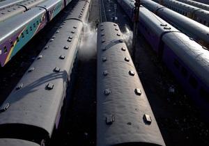 Во Львове правоохранители сняли с крыши вагона поезда казахстанца
