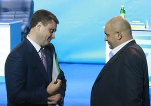 Левочкин призвал СМИ  не выпячивать такие вещи , как падение венка на Януковича