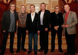 Медведев выпил чаю с Deep Purple
