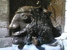 В Украине атаковали памятники Ленину и Кирову и поставили памятник улыбке