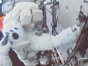 Астронавты Endeavour прервали третий выход в космос из-за проблемы в скафандре