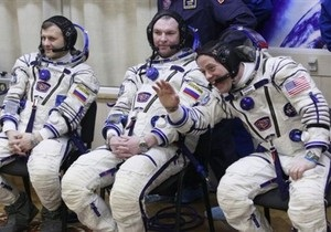 Космонавтам МКС продлили срок пребывания на орбите