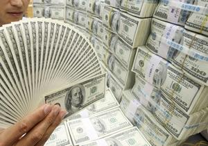 Reuters: НБУ тратит все большее количетво резервов на поддержание курса гривны