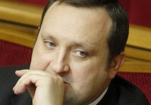 Арбузов нацелился на увеличение резервов, ужесточая валютный режим