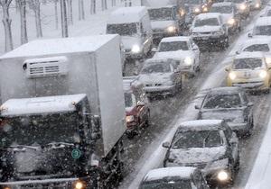 В девяти областях Украины ограничено движение транспорта