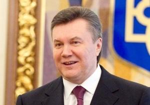 Янукович поздравит свою первую учительницу