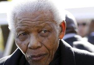 Нельсон Мандела при смерти