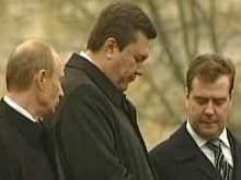 Янукович поздравил Медведева
