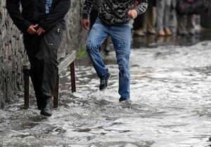 Фотогалерея: Как из ведра. Сильный дождь затопил улицы Киева