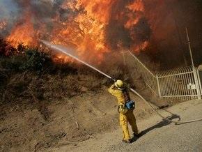 Пожары в Калифорнии: огонь подобрался к Лос-Анджелесу