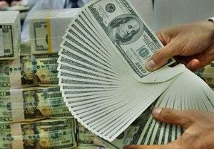 Котировки по евро и доллару на межбанке немного снизились