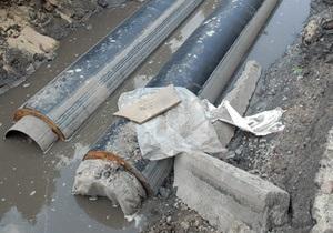 В Киеве рабочих завалило землей в траншее для газопровода