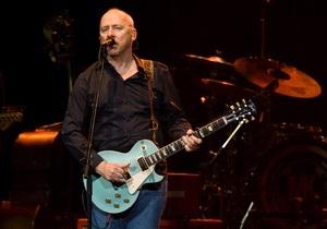 Марк Нопфлер отменил концерты в России из-за притеснений правозащитных организаций