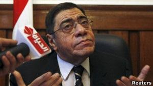 Уволенный президентом генпрокурор Египта пришел на рабочее место