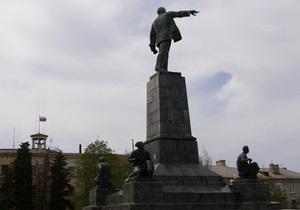 Неизвестные облили краской памятник Ленину в Севастополе