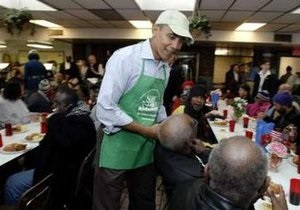 Обама отметил день Мартина Лютера Кинга, приготовив обед для неимущих