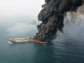У берегов Дубаи столкнулись и загорелись танкер и контейнеровоз