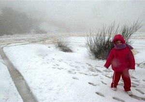 СМИ: Снег из Киева вывозят в близлежащие села