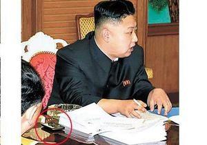 Южнокорейские спецслужбы пытаются определить марку смартфона Ким Чен Уна