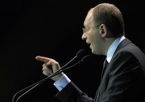 Яценюк заявил, что не намерен снимать свою кандидатуру с выборов президента