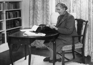 Британцы отмечают 120 лет со дня рождения Агаты Кристи