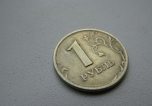 Российский рубль упал, не реагируя на изменения в политике регулятора