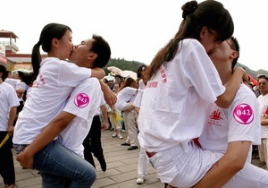 Губы на замке: в Паттайе пытаются установить новый мировой рекорд непрерывного поцелуя