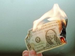 Эксперты предрекают падение доллара через 6-9 месяцев