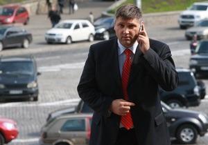 Представитель Януковича заступился за министров, которые отказались брать отпуск на время избирательной кампании