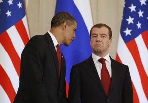 Обама продлил срок действия закона, который ограничивает торговлю с РФ